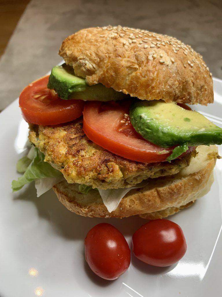 Veggie-Burger mit Falafel