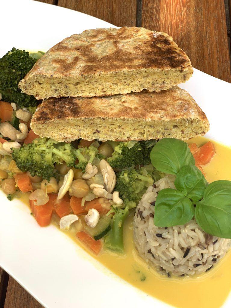 Kokos-Gemüsecurry mit Naan-Brot