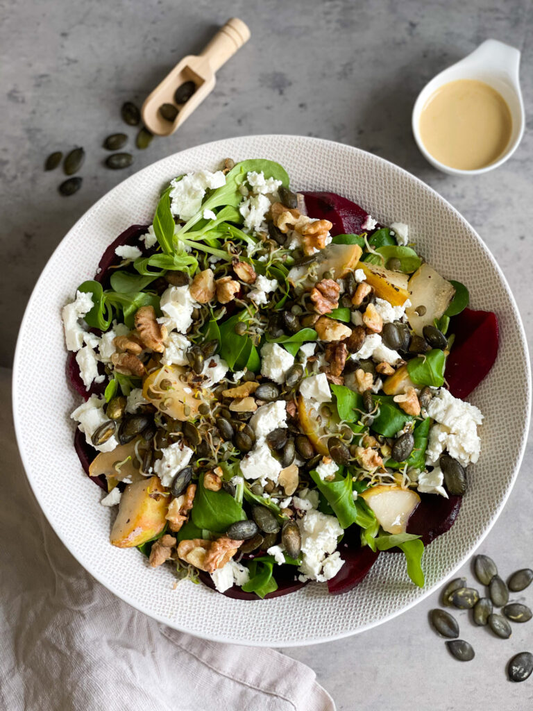 Read more about the article Rote Bete Salat mit Birne, Feta, Walnüssen und Linsen